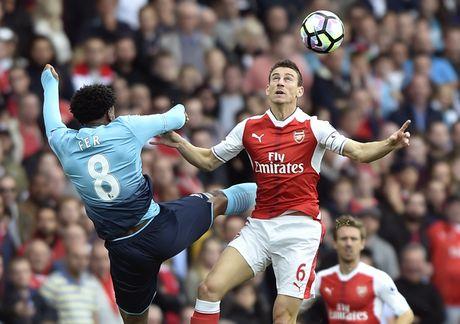 Arsenal vs Swansea (0-0, H1): Bong trung xa doi khach - Anh 2