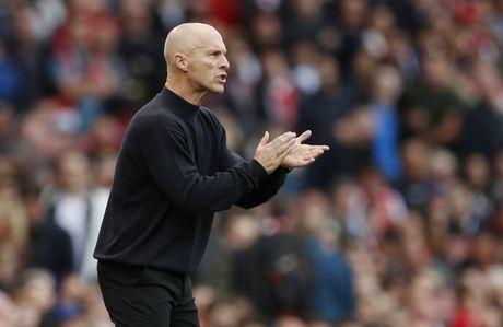 Arsenal vs Swansea (0-0, H1): Bong trung xa doi khach - Anh 4