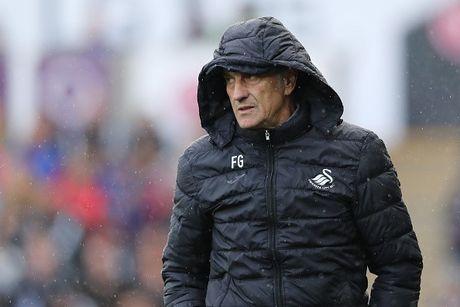 Arsenal vs Swansea (0-0, H1): Bong trung xa doi khach - Anh 8