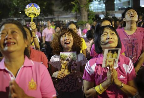 Thai Lan se de Quoc tang Nha vua trong vong 1 nam - Anh 1