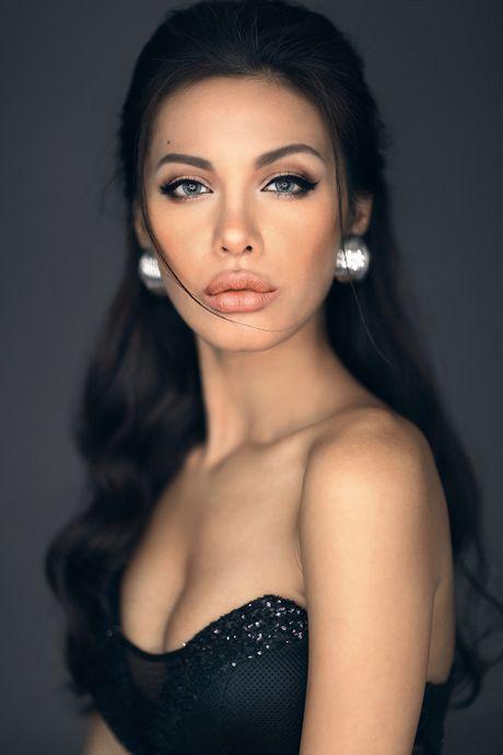 Ve dep hut hon cua Angelina Jolie phien ban Viet - Anh 2