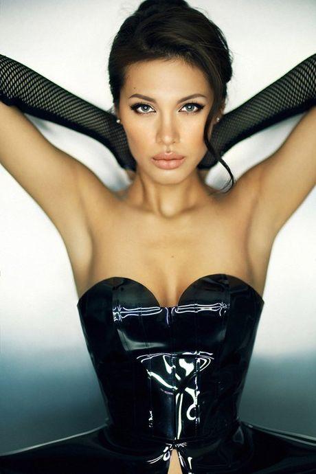 Ve dep hut hon cua Angelina Jolie phien ban Viet - Anh 4