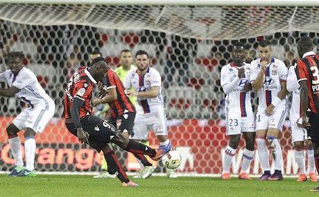 Balotelli lan dau da hong phat den o Ligue 1, Nice van giu ngoi dau bang - Anh 1
