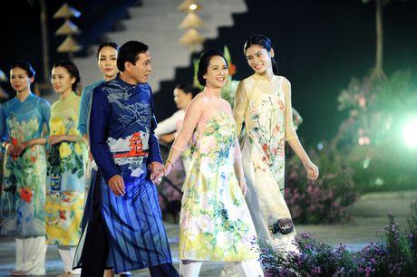 Hoang thanh lung linh trong dem khai mac Festival ao dai Ha Noi - Anh 11