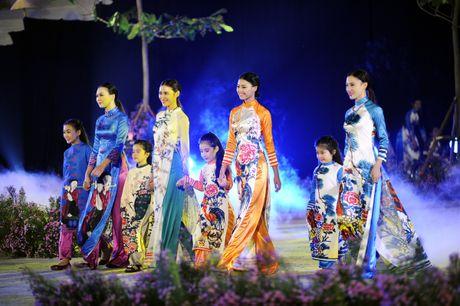 Hoang thanh lung linh trong dem khai mac Festival ao dai Ha Noi - Anh 13