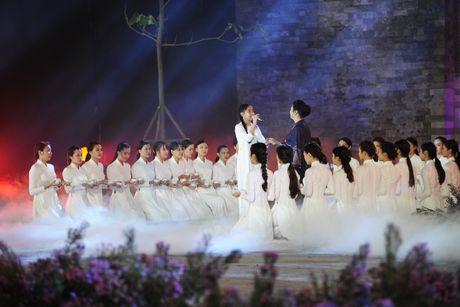 Hoang thanh lung linh trong dem khai mac Festival ao dai Ha Noi - Anh 14
