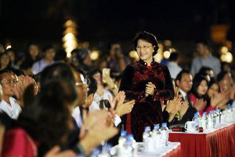 Hoang thanh lung linh trong dem khai mac Festival ao dai Ha Noi - Anh 2