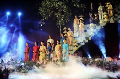 Hoang thanh lung linh trong dem khai mac Festival ao dai Ha Noi - Anh 8