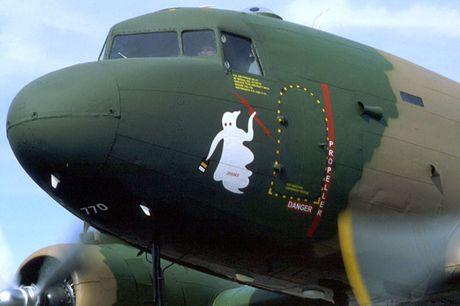 Can canh may bay cuong kich AC-47 cua My tung tham chien o Viet Nam - Anh 3