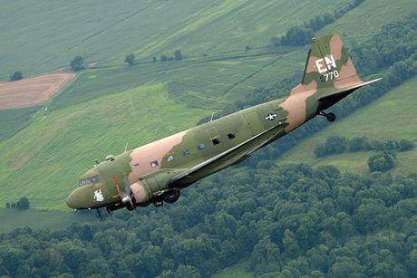 Can canh may bay cuong kich AC-47 cua My tung tham chien o Viet Nam - Anh 8
