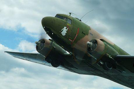 Can canh may bay cuong kich AC-47 cua My tung tham chien o Viet Nam - Anh 9