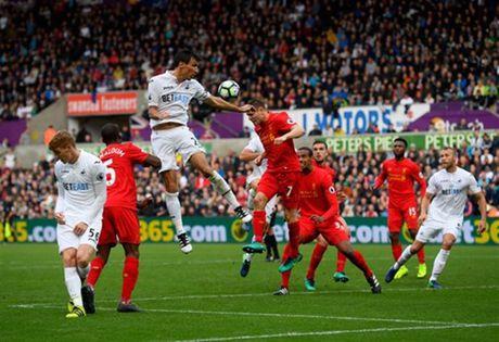 Goc Liverpool: Hay coi chung Ibrahimovic va 'bong chet' - Anh 1
