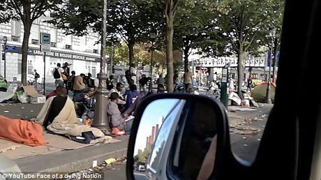 Canh nguoi ti nan va vat tren duong pho Paris - Anh 3