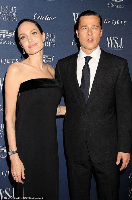 Brad Pitt khoc rong khi gap con lan dau sau ly hon - Anh 2