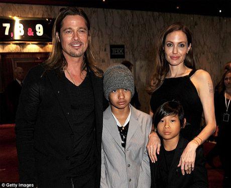 Brad Pitt khoc rong khi gap con lan dau sau ly hon - Anh 3