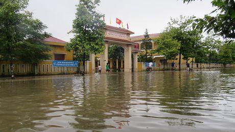 Quang Binh: Nganh giao duc anh huong lon do mua lu - Anh 1