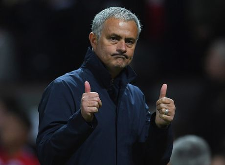 Mourinho lay long trong tai bat chinh tran Liverpool - M.U - Anh 2