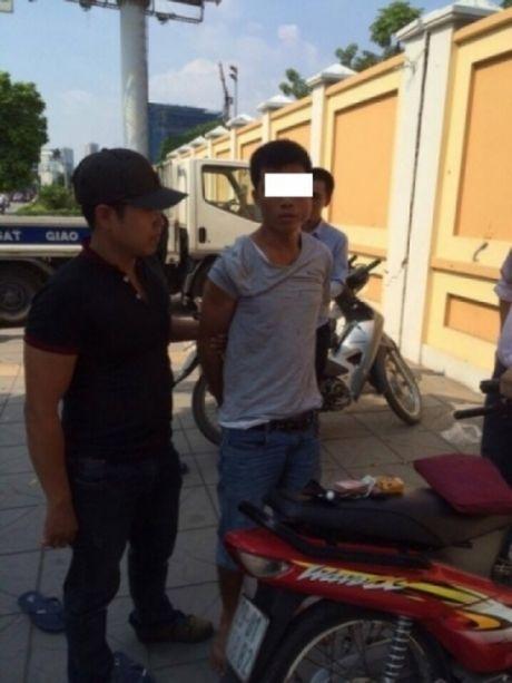 """Bi 141 kiem tra…""""om"""" heroin bo chay thuc mang - Anh 1"""
