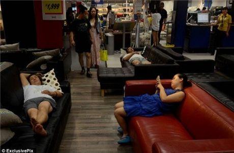 Ikea het kien nhan voi khach hang Trung Quoc vao ngu kho - Anh 13