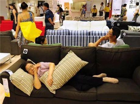Ikea het kien nhan voi khach hang Trung Quoc vao ngu kho - Anh 1