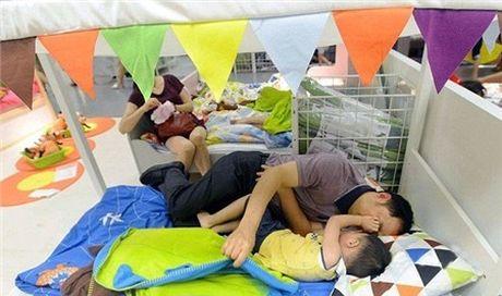 Ikea het kien nhan voi khach hang Trung Quoc vao ngu kho - Anh 6