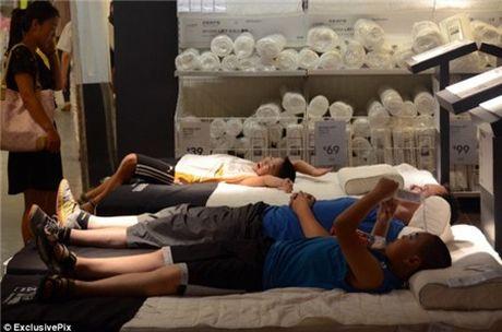 Ikea het kien nhan voi khach hang Trung Quoc vao ngu kho - Anh 7