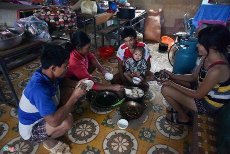 Cuoc song cua nguoi dan Quang Binh, Ha Tinh, Nghe An sau con lu kinh hoang - Anh 13