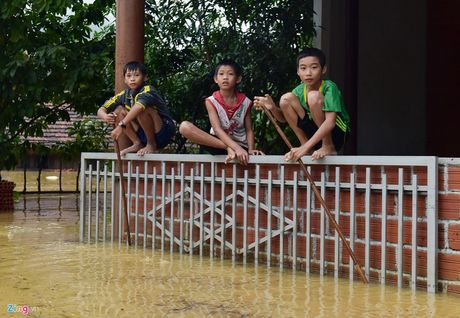 Cuoc song cua nguoi dan Quang Binh, Ha Tinh, Nghe An sau con lu kinh hoang - Anh 14