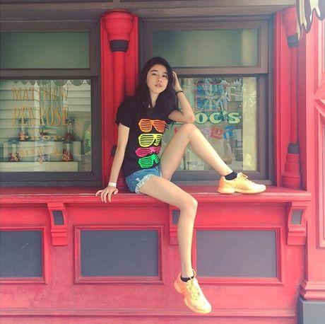 Hot girl Singapore sinh nam 1999 co ve dep tu nhien nhu nu than - Anh 10