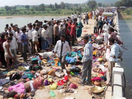An Do: Hon 6.000 tin do Hindu giam dap kinh hoang, it nhat 19 nguoi thiet mang - Anh 1