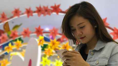 Thanh thieu nien van thich iPhone hon so voi Android - Anh 1