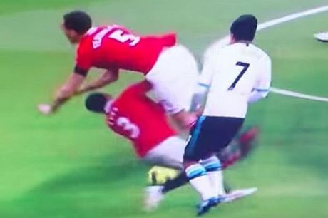 """Dac san"" Liverpool – MU: Nhung cu tac ""an thua du"" - Anh 6"