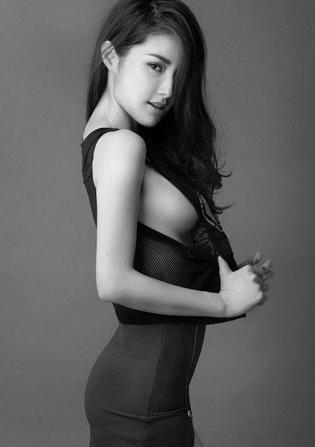 Khong phai Ngoc Trinh, nhung my nhan nay moi mo trao luu khoe chan nguc - Anh 5
