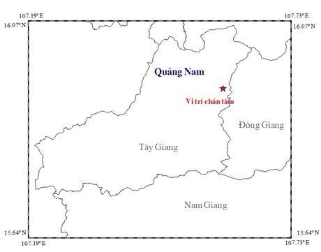 Bao so 7 dang huong vao mien Trung, Quang Nam xay ra 2 tran dong dat - Anh 1