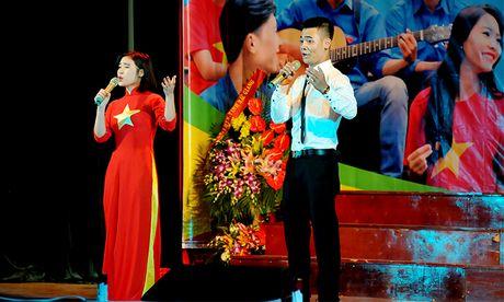 An tuong dem nghe thuat sinh vien Bac Giang tai Ha Noi - Anh 2