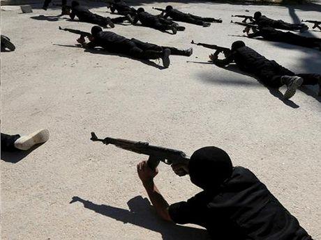 Khung bo Fatah al-Sham dang duoc dao tao quan su o cac trai Ankara - Anh 1