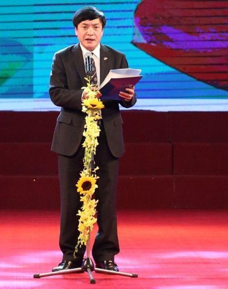 Chu tich Tong LDLDVN keu goi ung ho dong bao mien Trung - Anh 1