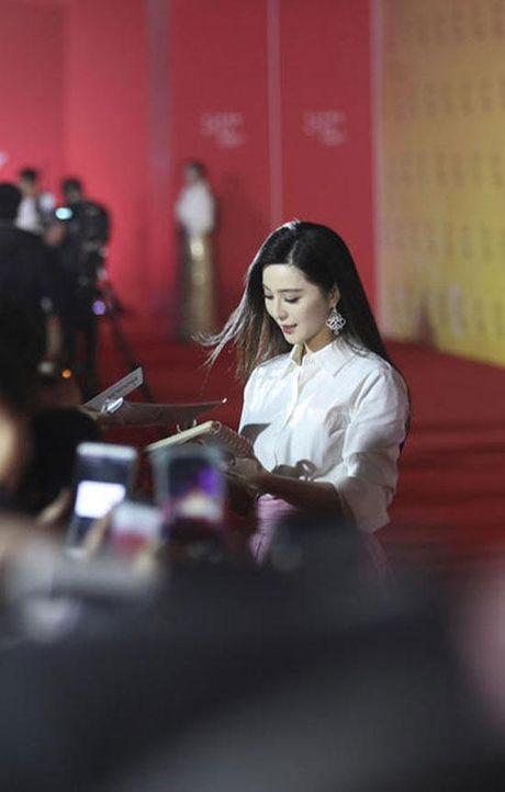 'Qua bom sexy' goc Viet do dang Pham Bang Bang tren tham do - Anh 2