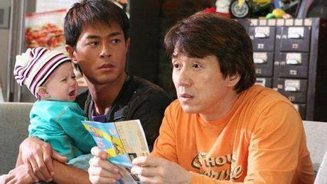 Cau be moi nua tuoi da noi tieng nho phim cua Thanh Long gio ra sao? - Anh 1