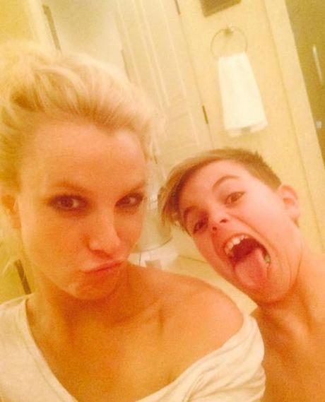 Britney tren Instagram : cong chua hay nang khung - Anh 1