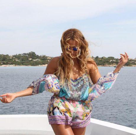Britney tren Instagram : cong chua hay nang khung - Anh 2