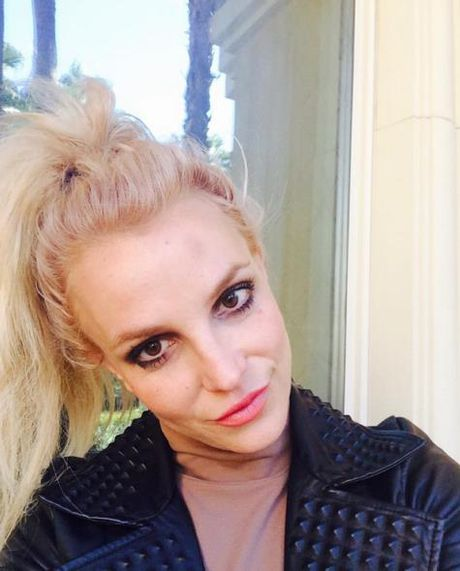 Britney tren Instagram : cong chua hay nang khung - Anh 5
