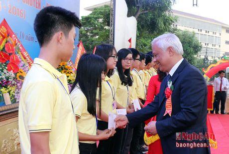 Pho Chu tich Quoc hoi Uong Chu Luu du le Ky niem 50 thanh lap Truong THPT chuyen Dai hoc Vinh - Anh 5