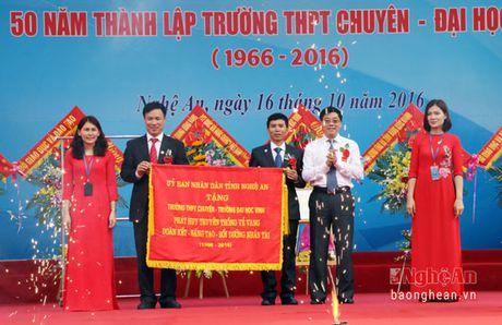 Pho Chu tich Quoc hoi Uong Chu Luu du le Ky niem 50 thanh lap Truong THPT chuyen Dai hoc Vinh - Anh 8
