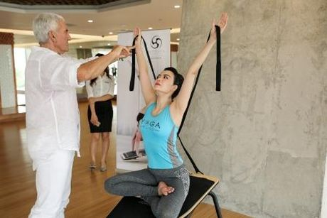 Hoa hau Thu Thuy khoe voc dang dep nho tap yoga - Anh 4