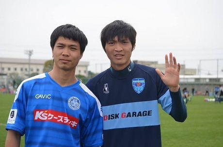 Tuan Anh va Cong Phuong hao huc voi 'derby Viet Nam' tren dat Nhat - Anh 1