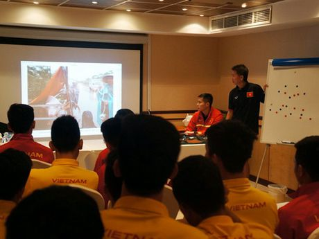 U19 Viet Nam huong ve mien Trung truoc tran gap U19 UAE - Anh 1