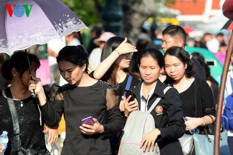 Nguoi dan Thai Lan xep hang dai ca cay so de vieng Vua - Anh 6