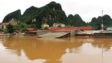 Quang Binh menh mong bien nuoc, giao thong chia cat - Anh 3