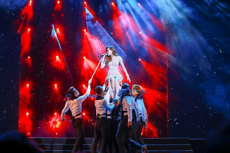 Ho Ngoc Ha nong bong tren san khau 'Diamond Show' cua Mr Dam - Anh 12